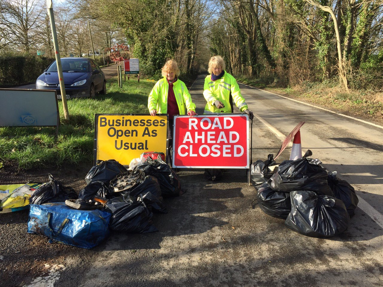 Volunteers from Fivehead picking 15 bags of litter from closed section of A378
